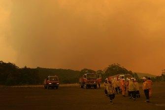 Bushfire emergencies unfolding on Sydney's outskirts