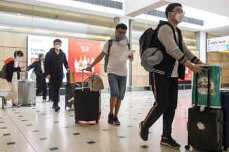 International passengers arriving at Sydney airport will need to self isolate for 14 days due to the COVID-19 Coronavirus pandemic.