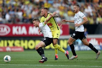 City's Scott Jamieson competes with Wellington's David Ball during round 19.