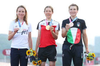 Anna Keisenhofer (centre) with her gold medal after the race.