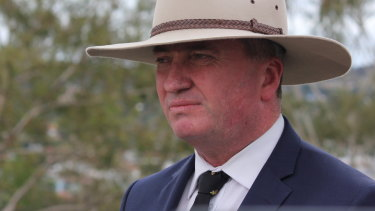 Barnaby Joyce announces his intention to step down as Nationals leader.