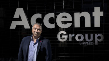 Accent CEO Daniel Agostinelli has decided to close all the retailer's stores for four weeks.