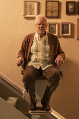 Malcolm McDowell plays Richard, Gus' father-in-law.