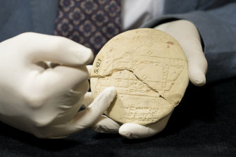 Dr Daniel Mansfield's research shows the 3700-year-old artifact from the Old Babylonian period contains the earliest example of complex geometry in the world.