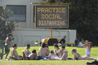 St Kilda Beach was packed at 5pm, despite warnings to practice social distancing.