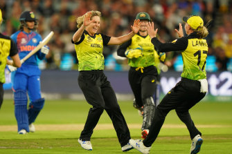 Sophie Molineux celebrates the wicket of Smriti Mandhana during the 2020 World Cup final.