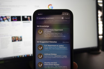Apple has started linking directly to websites through its own search function on iPhone.