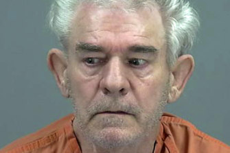 Police in Arizona say a detective making a traffic stop on Interstate 10 was speaking to Rodney Puckett from Oklahoma when he noticed the man's dead wife in the passenger seat.