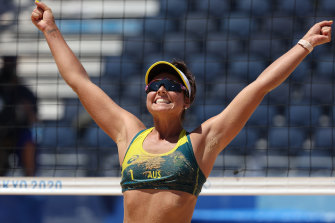Aussies smash their way into gold medal match