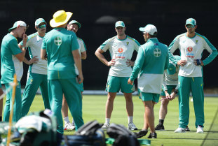 Langer addresses the Australian team at the SCG this week.