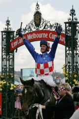 Glen Boss returns to scale aboard Makybe Diva after the mare's third win.