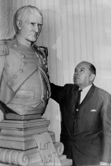 Beppi Pilotto bids farewell to the marble bust of Napoleon at Romano's on June 29, 1966.