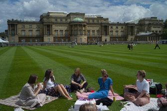 No knives, no dogs and no alcohol are allowed at Buckingham Palace picnics.