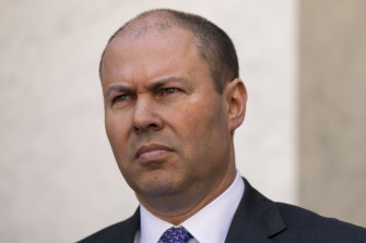 Treasurer Josh Frydenberg says doctors have written to Premier Daniel Andrews urging him to reopen schools.