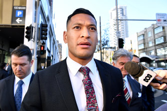 Ex-Wallaby Israel Folau has signed with Catalans Dragons.