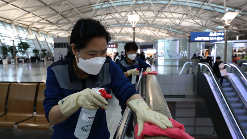 Australian airline traffic plummets as outbreak shatters demand