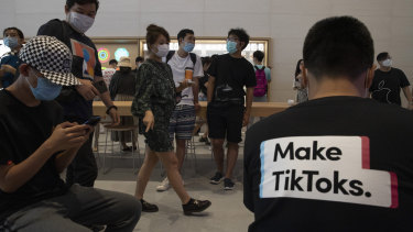 A visitor to an Apple store wears a T-shirt promoting TikTok in Beijing.