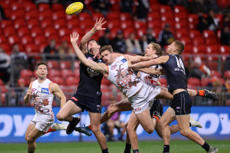 Kieren Briggs of the Giants attempts to mark at Giants Stadium.