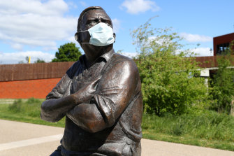 A masked statue of Ronnie Barker of The Two Ronnies, who made jokes about accountants.