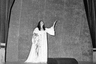 Joan Sutherland takes one of 17 curtain calls after her performance.