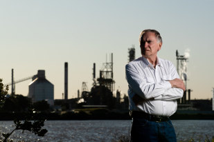 Retired explosives expert Tony Richards is concerned about ammonium nitrate stored near Newcastle, NSW.
