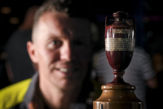 Peter Siddle lays his eyes on the real Ashes urn for the first time ever at the SLV on Tuesday.
