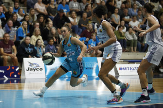 Leilani Mitchell of the Flyers drives to the basket under pressure from the Lightning's Brianna Turner at Dandenong Stadium on Tuesday night.