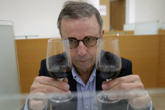 Bordeaux mayor Pierre Hurmic compares wine that spent a year orbiting the world aboard the International Space Station with a wine that did not.