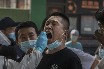 A Chinese man who has had contact with the Xinfadi wholesale food market or someone who has, is tested for COVID-19 in Beijing.