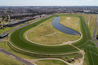 The Melbourne Racing Club wants to rezone its Sandown racecourse and sell it for housing.