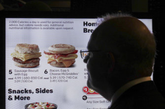 Scott Morrison inspects a smart Drive-Thru menu during his visit to Chicago.