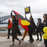 Campaign to have Aboriginal flag fly on Sydney Harbour Bridge heats up