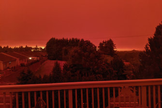 The smoke-darkened sky of Salem, Oregon well before sunset.