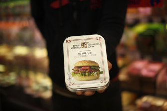 European politicians rejected a proposal that could have prevented plant-based products without meat from being labeled sausages or burgers.