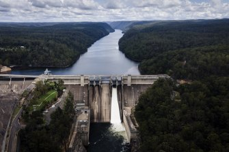 A NSW parliamentary inquiry report has  recommended alternatives to raising the wall of Warragamba Dam.