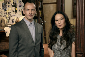 Jonny Lee Miller as Sherlock Holmes and Lucy Liu as  Watson in the US TV series Elementary.