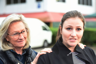 Harriet Wran, supported by her mother Jill Hickson Wran, addresses the media outside Silverwater prison following her release in 2016.