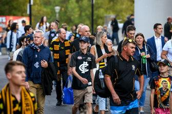 Crowds head towards the MCG on Thursday night.