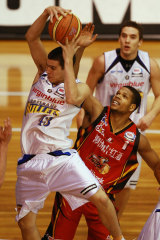 Chris Goulding pulls down a rebound for Brisbane Bullets in the 2008 NBL season.