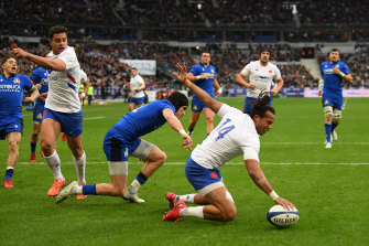 Teddy Thomas of France touches down to score the first try of the match during the Six Nations match between France and Italy at Stade de France.