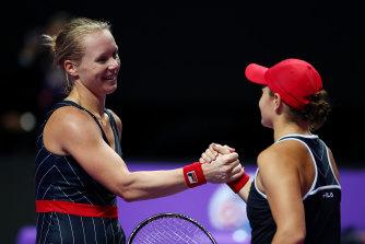 Ashleigh Barty congratulates her opponent Kiki Bertens.