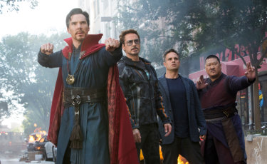 Benedict Cumberbatch, Robert Downey jnr, Mark Ruffalo and Benedict Wong in a Avengers: Infinity War.