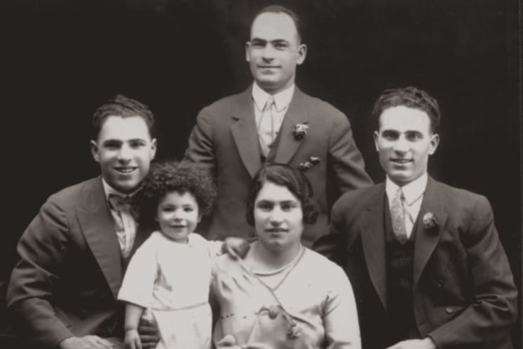 The Simos brothers with their sister and baby nephew in 1928. L to R - Peter, baby Con, Jack (Zacharias), Rene (Irene), and George. Peter and George assisted Jack with the onsite production of hand made bread, cakes, pastries, chocolate and other confectionary.