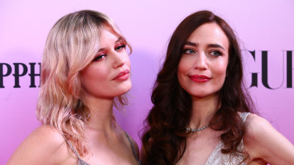 Mick Jagger's daughters roll in to bring '80s glam to gala