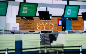 A group of investors led by Macquarie is looking into lobbing a rival bid for Sydney Airport, sources say.