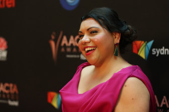 Deborah Mailman poses after winning the AACTA Award for Best Lead Actress in a Television Drama at the 2019 AACTA Awards.