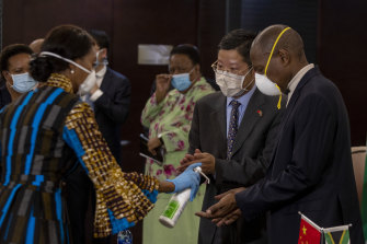 Li Nan, a Chinese embassy representative, second from right, and Zweli Mkhize, South African health minister, right, sanitise their hands after holding a media conference on the arrival of Chinese emergency medical equipment in Johannesburg on Tuesday.