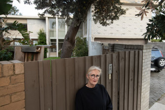 Beaumaris Modern president Fiona Austin in front of The Abrahams House.