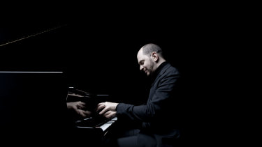 Pianist  Kirill Gerstein stylishly mixed the Beethovenian scowl with the Beethovenian smile.