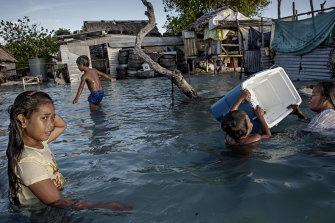 In Kiribati large parts of the village Eita have already been flooded.